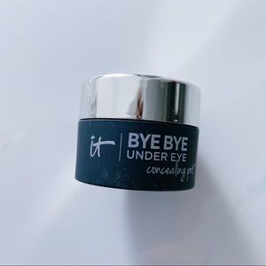 NWOT it cosmetics Bye Bye Conclr Warm Deep